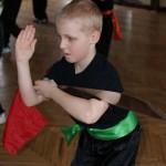 AMW_Zimowy obóz kung fu choy lee fut_Filip Płatek prezentuje formę z szablą moi fa dahn do