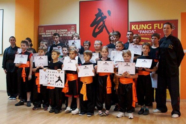 AMW_egzaminy na wyższe stopnie_dzieci stopnie pomarańczowe